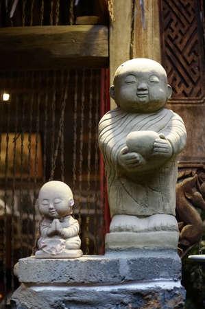 moine: Jeune moine sculpture statue