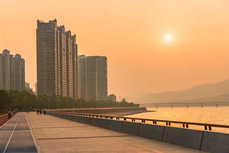 tang: Binjiang Hangzhou Qian Tang river bank dusk