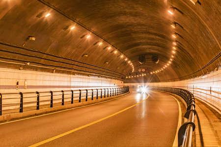 cavern: tunnel