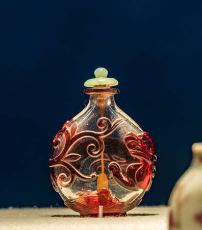 tabaco: crystal Nesting dragon snuff bottle