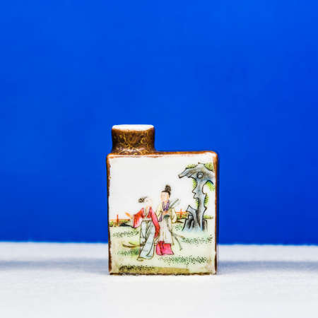 tabaco: porcelain snuff bottle Editorial