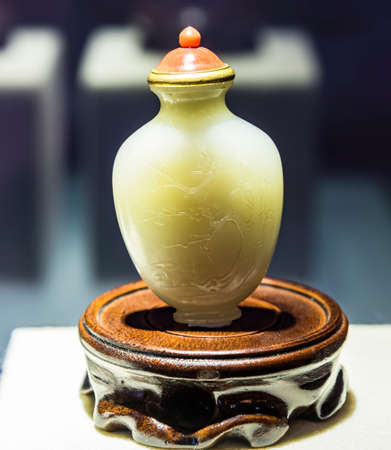 tabaco: Green jade snuff bottle