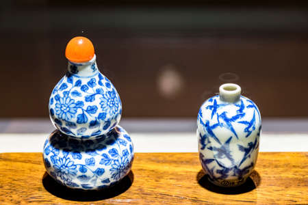 tabaco: The blue and white porcelain snuff bottle