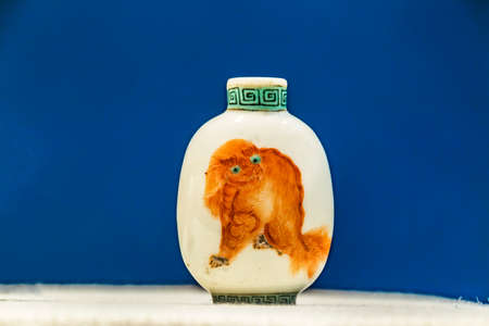 tabaco: Porcelain snuff bottle