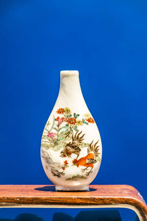 museum visit: Porcelain snuff bottle