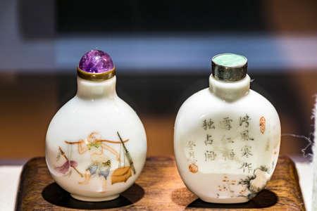 tabaco: Porcelain snuff bottle