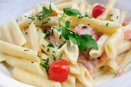 salmon ahumado: plato de pasta y salm�n ahumado