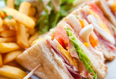 бутерброд: Sandwich with chicken, cheese and golden French fries potatoes