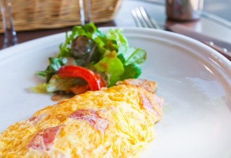 an omelette: omelet with ham tomato and green salad Stock Photo