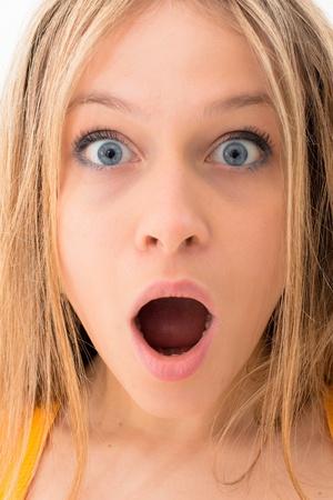 Frau mit einem entsetzten Ausdruck Standard-Bild
