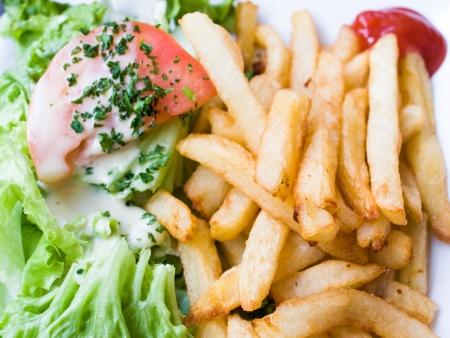 Goldene Französisch frites Kartoffeln bereit, gegessen zu werden Standard-Bild - 13428434
