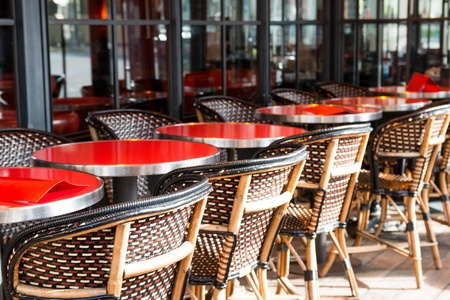 Leere Terrasse Kaffee in Paris, Frankreich