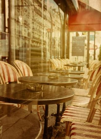 altmodisch Kaffee Terrasse mit Tischen und Stühlen, Paris Frankreich