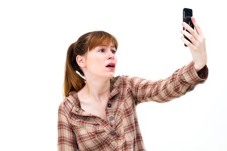Mujer frustrada en el tel�fono en el fondo blanco photo