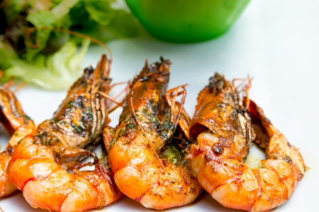recipe decorated: Fried shrimp-delicious fried shrimp with lettuce