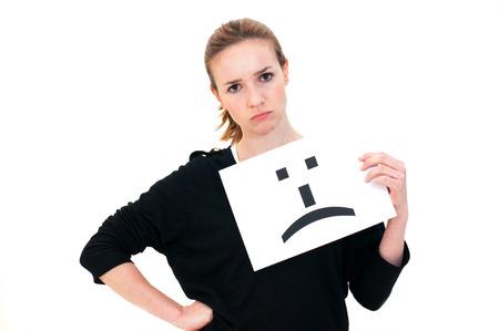 cara triste: Retrato de mujer joven con tabla de triste cara de emoticon signo