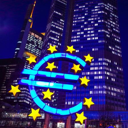 zone euro: Euro Sign - F�vrier 12: Euro Sign. Banque centrale europ�enne (BCE) est la banque centrale pour l'euro et administre la politique mon�taire de la zone euro. Le 12 f�vrier 2014 � Francfort, en Allemagne.