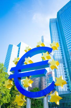 zone euro: Euro Sign - 16 mai: Euro Sign. Banque centrale europ�enne (BCE) est la banque centrale de l'euro et g�re la politique mon�taire de la zone euro. 16 mai 2014 � Francfort, en Allemagne.