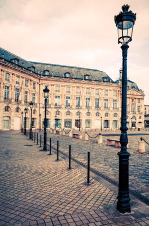 Blick auf die Straße der alten Stadt in der Stadt Bordeaux, Frankreich Europa