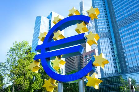 zone euro: Euro Sign - 17 mai: Euro Sign. Banque centrale europ�enne (BCE) est la banque centrale de l'euro et g�re la politique mon�taire de la zone euro. 17 mai 2014 � Francfort, en Allemagne.