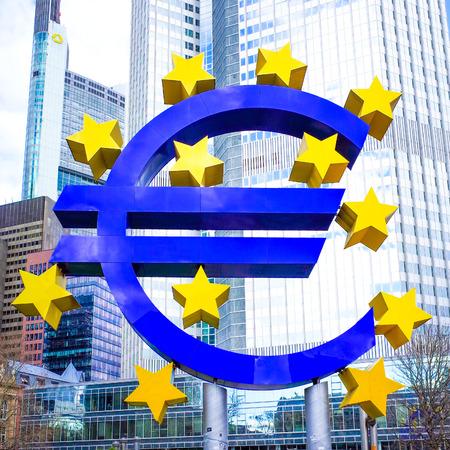 zone euro: Euro Sign - 12 F�vrier: Euro Sign. Banque centrale europ�enne (BCE) est la banque centrale pour l'euro et g�re la politique mon�taire de la zone euro. 12 f�vrier 2014 � Francfort, en Allemagne.