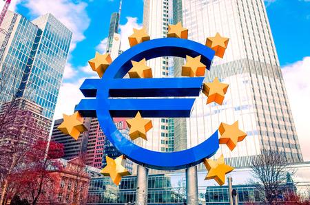 zone euro: Euro Sign - 12 F�vrier: Euro Sign. Banque centrale europ�enne (BCE) est la banque centrale de l'euro et g�re la politique mon�taire de la zone euro. 12 f�vrier 2014 � Francfort, en Allemagne.