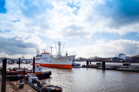 city fish market: HAMBURG, GERMANY - APRIL 3 : Street view of Cruise ship in the harbor of Hamburg on April 3, 2015, in Hamburg, Germany.
