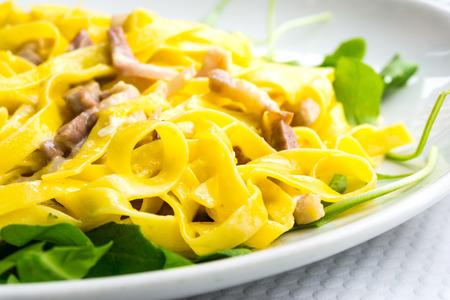 jambon: tasty Carbonara pasta on the table