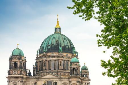 dom: Vue traditionnelle du Berliner Dom à Berlin