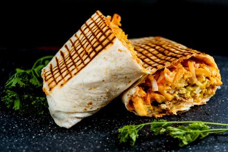 rundvlees taco's geserveerd met gouden frietjes