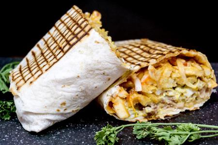 rundvlees tacos geserveerd met gouden friet Stockfoto