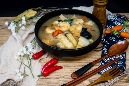 Chinese food mix seafood soup pot Stock Photo - 92655990