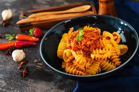 Radiatori pasta Bolognese on the table 免版税图像