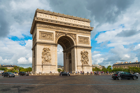 PARIS, FRANCE - 31 juillet 2019 : Arc de Triomphe à Paris, l'un des monuments les plus célèbres, Paris, France.
