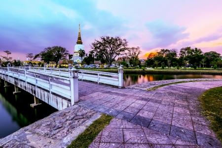 O templo em Bangkok, Tail