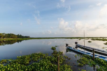 barco na lagoa em Thalaynoi, prov