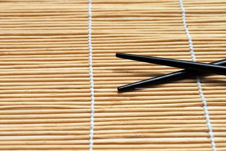 bacchette giapponese su sfondo tovaglietta di bamb�