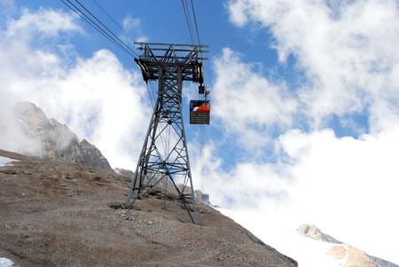 cavo di sollevamento, paesaggio montano italiano, Dolomiti