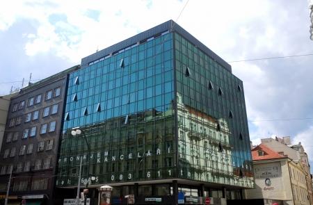 vista urbano di Praga con edifici moderni, Repubblica Ceca Editoriali