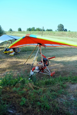 coloratissimi deltaplani pronti per il decollo Archivio Fotografico