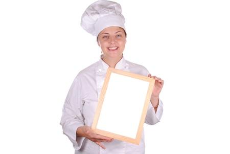 giovane chef femminile che mostra segno in bianco menu, isolato su bianco