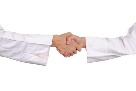 stretta di mano a mano con le camicie, isolato su bianco Archivio Fotografico