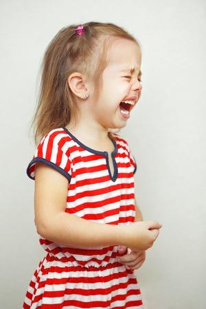 Kind met tranen vallen meisjes jong gezicht