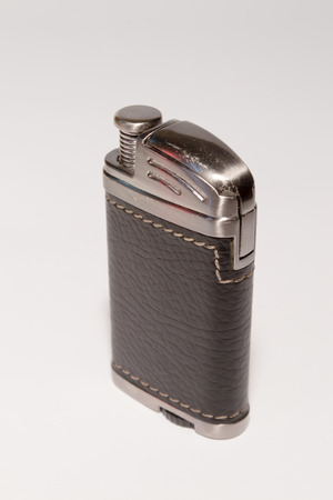 cigarette lighter: El encendedor de cigarrillos