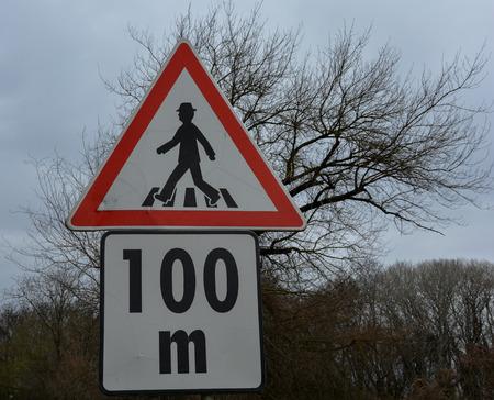 Advertencia peatones señal de tráfico