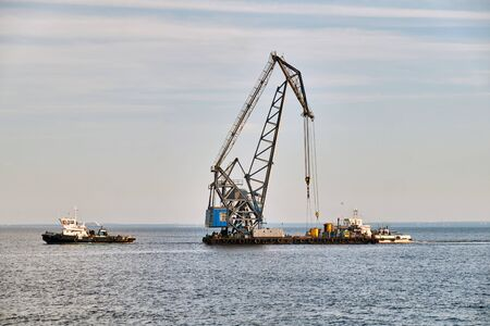 towed floating crane