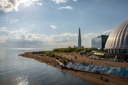 Photo of beach and the embankment of the Neva Bay in the park named after the 300th anniversary of St. Petersburg overlooking the Lakhta Center Stok Fotoğraf