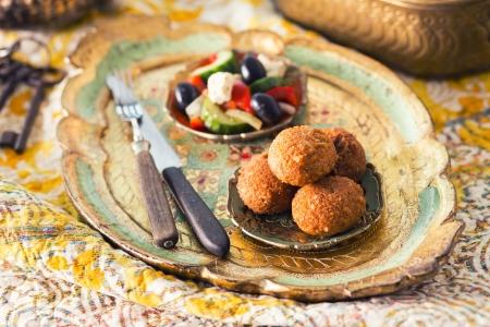 falafel: Falafel balls with salad