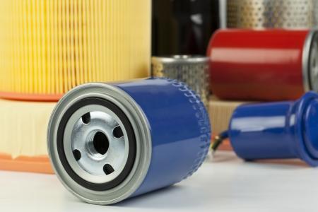 Auto-Öl-Filter auf eine verschiedene Filter Hintergrund Standard-Bild - 17244141