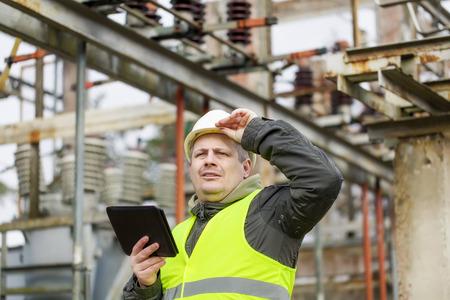 ingenieur electricien: Ing�nieur �lectrique en sous-station �lectrique